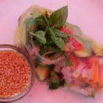 Meine Idee für heiße Tage – Heute wird der Salat gerollt :) #sommerrollen #frischerolle #vegan #vegetarisch